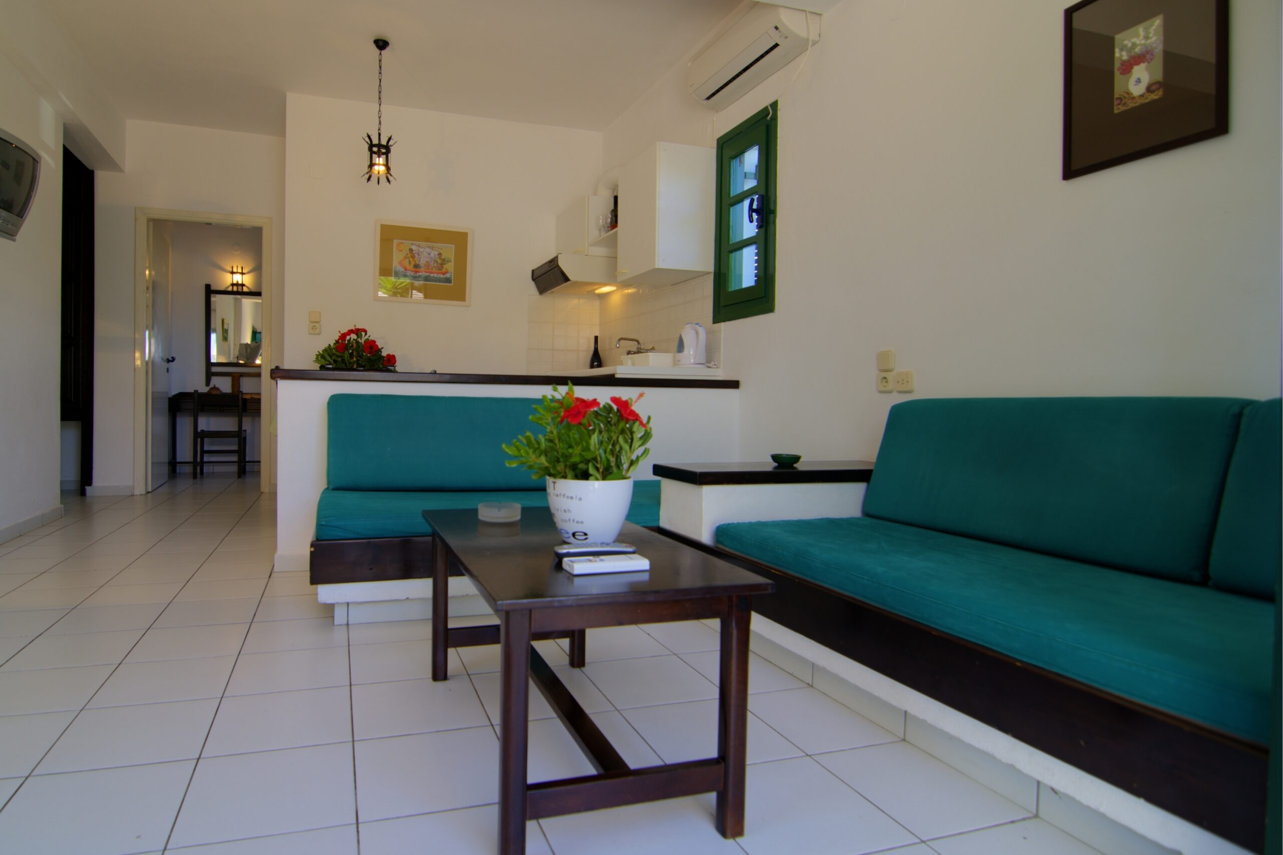 SIRIUS APTS - GREEN LIVING ROOM
